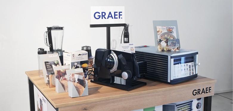 Platzsparend und effizient: der neue Tisch für die Themenwelten von GRAEF
