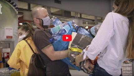 """(Foto: SodaStream) Der neue Werbespot ersetzt den bisherigen TV-Spot """"Schlepp's nicht mit Dir rum""""."""