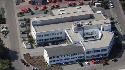 (Foto: TRACOE medical) Luftbild des Hauptstandorts von TRACOE medical in Nieder-Olm (Rheinland-Pfalz)