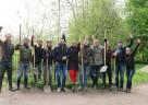 Das Hamburger Team renaturierte in Zusammenarbeit mit der Schutzgemeinschaft Deutscher Wald, Landesverband Hamburg e. V. den Schleemer Bach in Hamburg-Rahlstedt, um den Lebensraum der Lachse und Forellen wiederherzustellen.