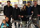 """Die Münchner Belegschaft hat den Tag genutzt, um ein """"Dienstfahrrad"""" auszusuchen, Probe zu fahren und mit Avison Young Logo zu versehen, um Geschäftstermine im City-Umfeld künftig auf umweltfreundliche Art und Weise erledigen zu können."""
