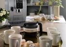 Bereit bis zu 6 Tassen gleichzeitig zu – die Dinamica plus von De'Longhi mit Kaffeekannenfunktion.