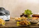 Die MultiFry von De'Longhi kombiniert Heißluftfritteuse mit Multicooker und ist so der ideale Haushaltshelfer bei der Zubereitung von leckeren Speisen.