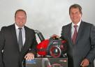 Scott Taylor (l.) und Holger R. Terstiege (r.) präsentieren die revolutionäre Air Wave®-Technologie