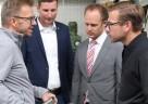 TiCad Geschäftsführer Björn Hillesheim im Gespräch mit Pierre Kurth (Bundestagskandidat der FDP Main-Kinzig),  Kolja Saß (Kreisvorsitzender der FDP Main-Kinzig) und Jens Jacobi (Kreisvorsitzender der FDP Wetterau) (v.l.n.r.)