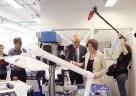 (FOTO: TRACOE medical GmbH, Markus Bohne) Geschäftsführer Stephan Köhler (Mitte, links) und Ministerpräsidentin Malu Dreyer (Mitte, rechts)